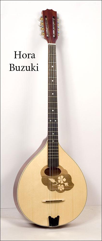 И вновь гитары переборы.